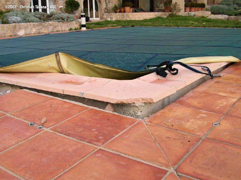 Affaissement d'une plage de piscine