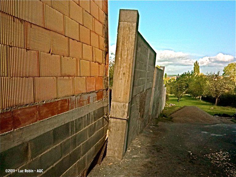Déversement d'un mur de soutènement