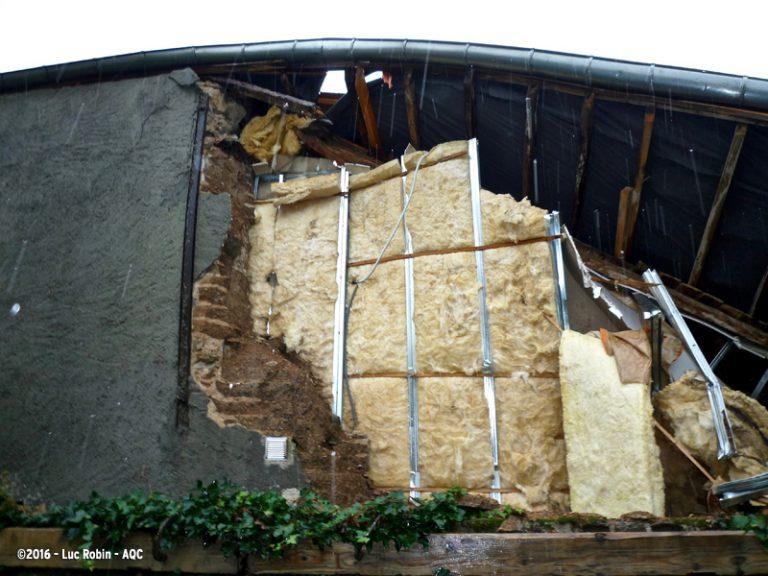 Rénovation inadaptée d'une maison en pisé