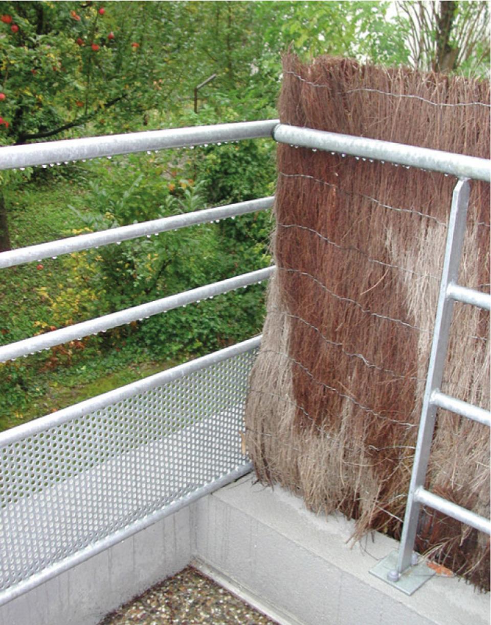 Garde-corps où l'escalade est facilitée au niveau de la séparation entre deux balcons