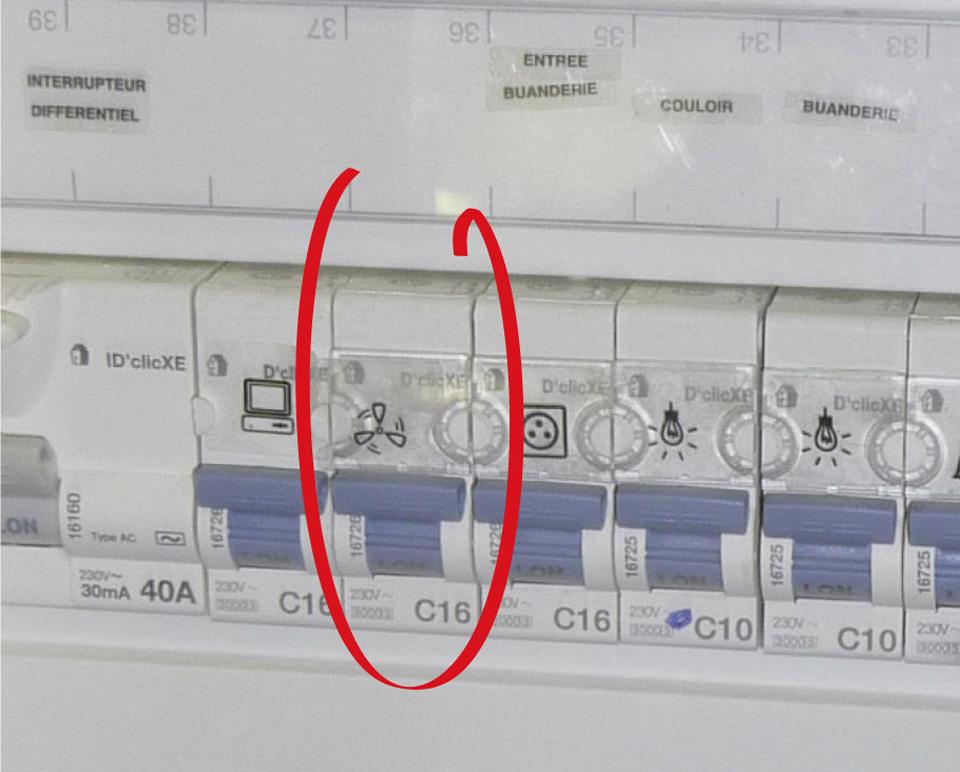 Tableau électrique où le circuit de la VMC n'est pas séparé des autres circuits contrairement à la réglementation