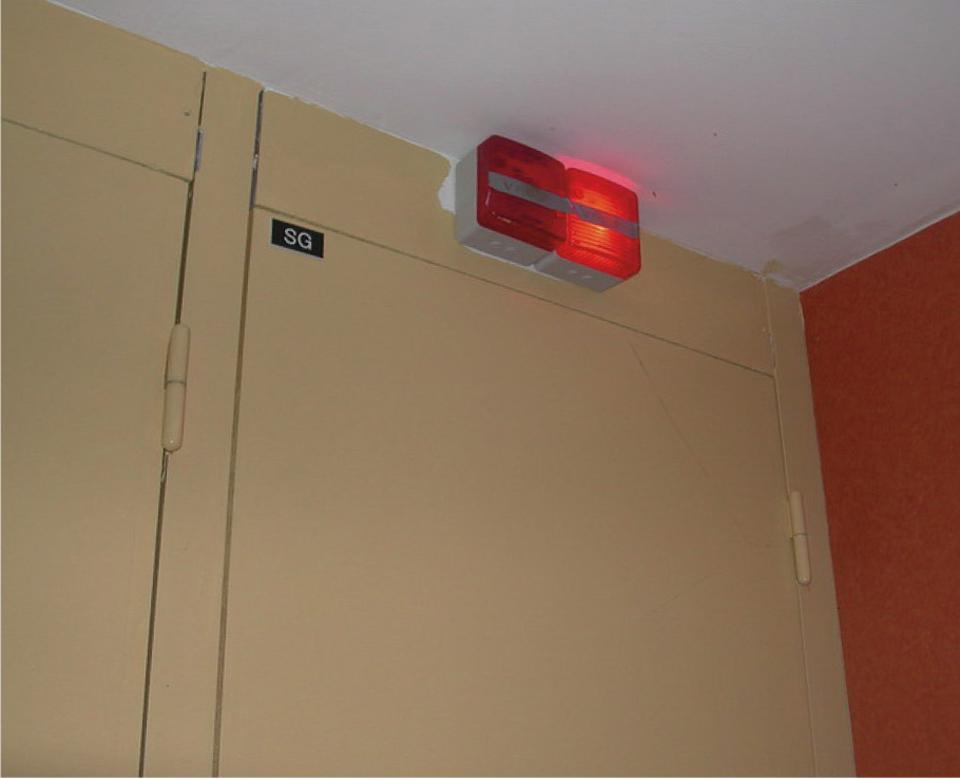 Témoin lumineux rouge qui indique un défaut de fonctionnement de la VMC, dysfonctionnement d'un groupe d'extraction