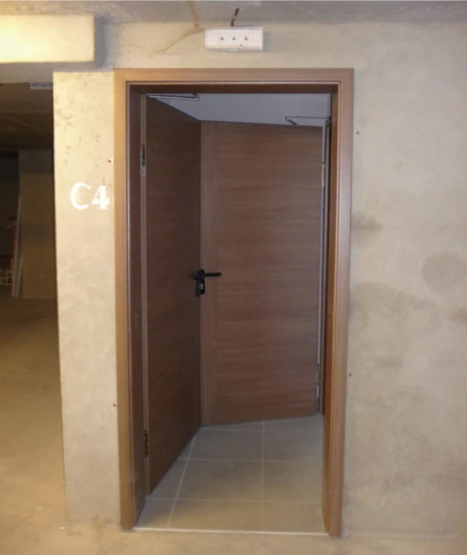 2 portes bloquées en position ouverte à cause d'une dimension insuffisante du sas