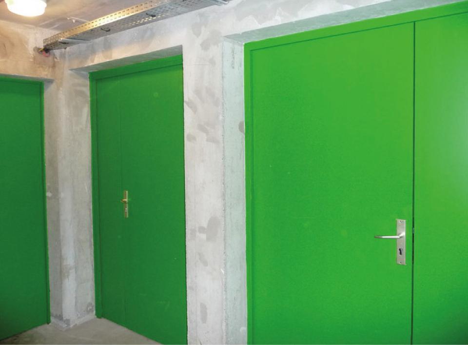 Portes de sous-sol sans signalétiques ou indications (pour indiquer une porte sans issue par exemple)