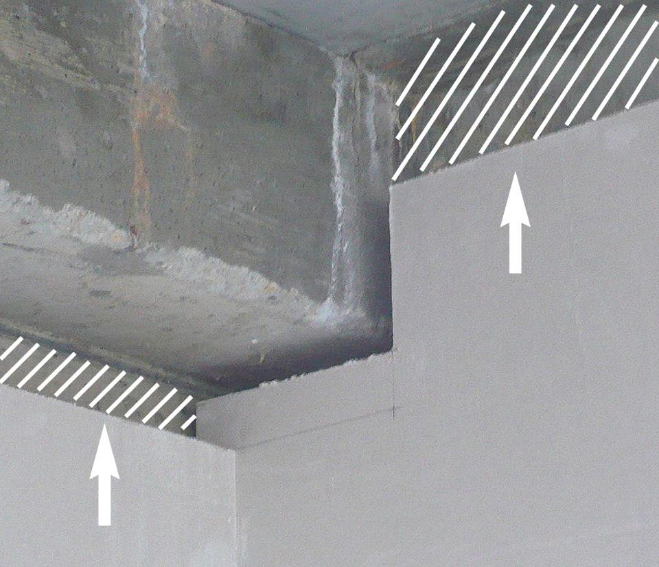 Plaques de parement posées de façon non jointive jusqu'au plancher, créant un doublage d'isolation incomplet et ponts thermiques