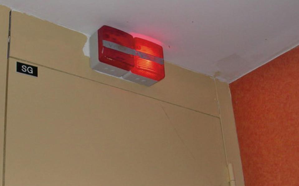 Voyant d'alarme de dysfonctionnement de ventilation d'un bâtiments d'habitation collectifs non fonctionnel
