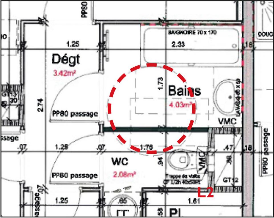 Exemple d'un plan de salle de bain où l'aire de giration de Ø 1,50 m n'est pas intégrée, empiétant sur un équipement ou une cloison