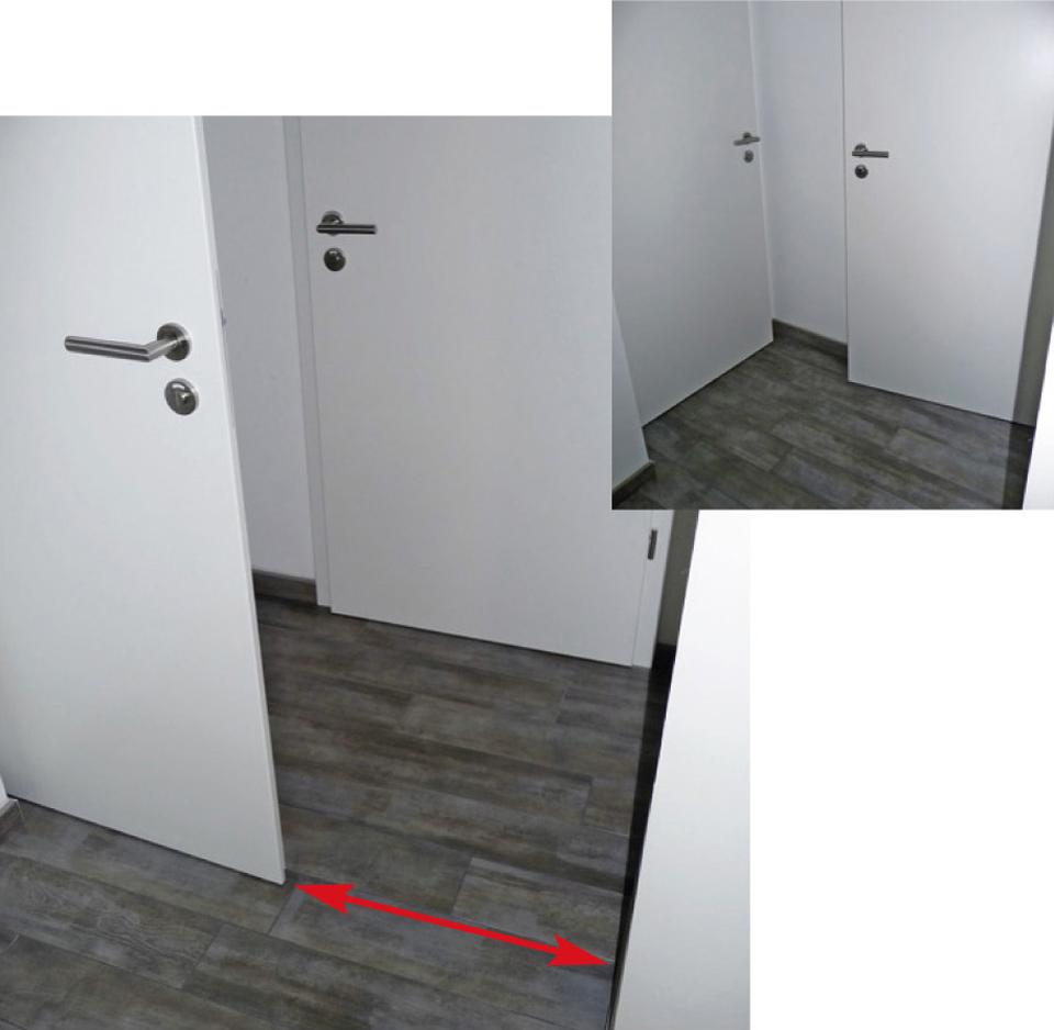 Positionnement de porte inadaptée, où la largeur du passage une fois la porte ouverte est trop étroit pour une personne en fauteuil roulant