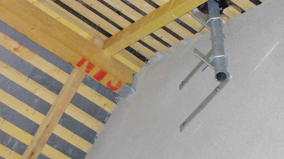 Paroi séparative prolongée jusqu'à la toiture, empêchant la transmission du bruit par les combles
