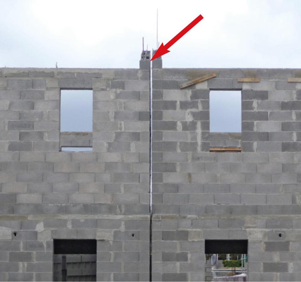 Continuité du joint parasismique au niveau des pointes de pignon d'une maison individuelle