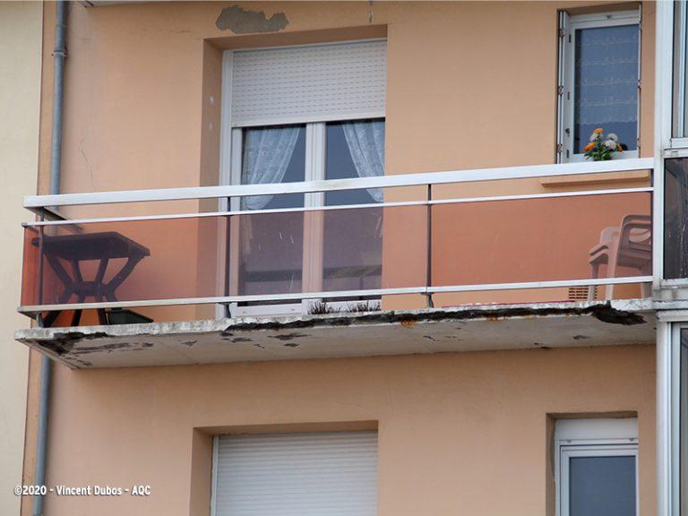 Dalle béton de balcon dégradée